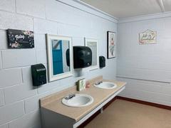 hall-sinks-bathroom